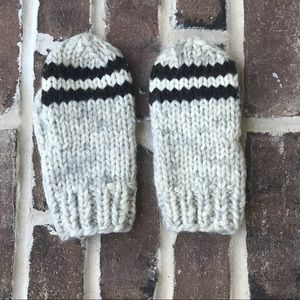 Accessories - Pair of wool hand mittens